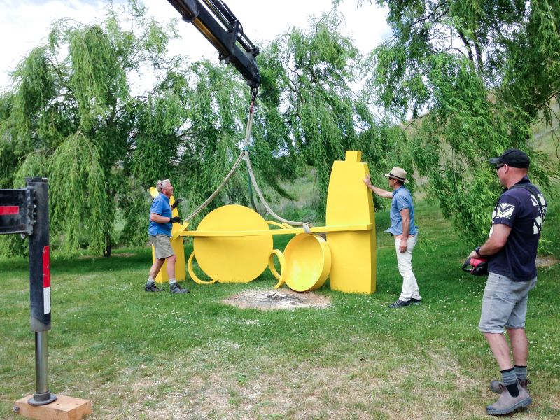 lake-hayes-sculpture-yellow